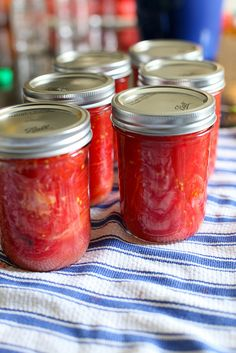 canned tomatoes - Canning is one of those basic cullinary skills I've never tried, but would like to. Canning Vegetables, Canning Tomatoes, Tomato Canning, Canning Tips, Canning Recipes, Canning Food Preservation, Preservation Hall, Preserving Food, How To Can Tomatoes
