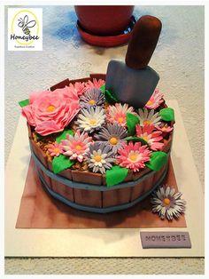 Torta Jardin de flores Garden Cakes, Cake Decorating Supplies, Christmas Gingerbread, Cake Designs, Birthday Cakes, Chocolate Cake, Cupcakes, Yummy Food, Clay