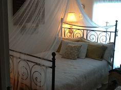 Le lit douillet! Furniture, Home Decor, Stream Bed, Homemade Home Decor, Home Furnishings, Decoration Home, Arredamento, Interior Decorating