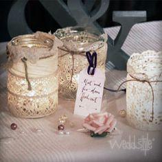 ♥♥♥ Vintage Rustikal Teelichter mit alter Spitze. http://weddstyle.de/vintage-hochzeit-windlichter.html