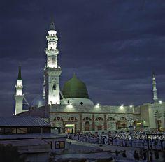 Madina at Night Al Masjid An Nabawi, Turkey Flag, Best Background Images, I Miss U, Madina, Photo Wallpaper, Taj Mahal, Places To Visit, Night