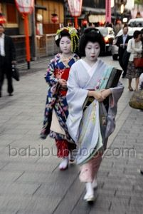 Photography Travel Tip: The Best Place to Find Geisha or Maiko in Kyoto