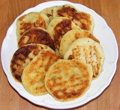 Zöldfűszeres sajtos burgonyatallér Hungarian Recipes, Cheddar, Mashed Potatoes, Pancakes, French Toast, Breakfast, Ethnic Recipes, Food, Red Peppers
