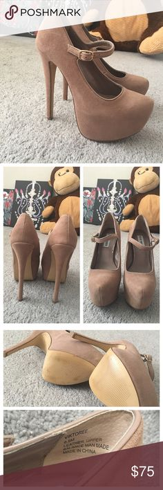 """Steve Madden """"Viktoree"""" pumps BRAND NEW! Minor scuffs in bottom from moving around. Only tried. In my opinion, these run small. Will definitely fit a size 6. Color is blush. Approx measurements: 6 in heel, 2 in platform. Needs a new home ❤ Steve Madden Shoes Platforms"""
