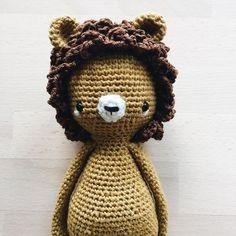 Den kleinen Löwen zeige ich euch jetzt auch mal in groß. 🙂🦁 Ich find ihn einfach Zucker süß. ~ #amigurumi #amigurumis #crochet #häkeln #lion #craftastherapy #crochetlove #crochetlion #makersgonnamake #hekling #amigurumitoy #crocheting #crocheted #croché #hekling #virka #crochetersofinstagram #instacrochet #crochetpattern #amigurumilove #yarn #crochetaddict #ilovecrochet #doll #crochetdoll #crochetdolls #kidsroomdecor #handmadetoy #makersgonnamake #kidsstuff