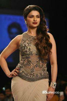 cool Prachi Desai Hot Ramp-walk Photos at Lakme Fashion Week 2014 Hot Actresses, Indian Actresses, Prachi Desai Hot, Beauty Full Girl, Lakme Fashion Week, Beautiful Indian Actress, How To Look Classy, Denim Fashion, Women's Fashion