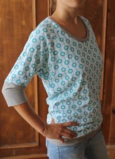 My most beautiful easy peasy shirt made of organic jersey - HANDMADE Ku .- Mein schönstes Easy-Peasy-Shirt aus Bio-Jersey – HANDMADE Kultur My most beautiful easy peasy shirt made from organic jersey – HANDMADE Kultur - Easy Peasy Shirt, Sewing Clothes, Diy Clothes, Knitting Patterns, Sewing Patterns, Knitting Projects, Simple Shirts, Cut Shirts, Diy Shirt
