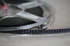 Bis zur Markteinführung von Super 8 Filmen, war Normal 8 nur als 8mm Film bekannt. Entsprechend sind Filmrollen und offene Tageslichtspulen von vor 1965, wenn überhaupt, nicht abgegrenzt vom moderneren Super 8 Format gekennzeichnet.