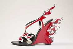 Prada http://www.vogue.fr/mode/news-mode/diaporama/obsession-de-chaussures/12668/image/744040#!prada