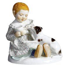 Kind mit Hund, Bunt staffiert, H 12,5 cm