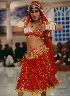 Злодей / Khal Nayak г. Bollywood Actress Hot, Beautiful Bollywood Actress, Most Beautiful Indian Actress, Vintage Bollywood, Madhuri Dixit Hot, Hot Girls, Indian Navel, Bollywood Couples, Indian Beauty Saree