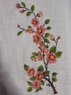 💞💞💞 Small Cross Stitch, Cross Stitch Rose, Cross Stitch Borders, Cross Stitch Flowers, Cross Stitch Designs, Cross Stitching, Cross Stitch Patterns, Embroidery Fabric, Embroidery Patterns