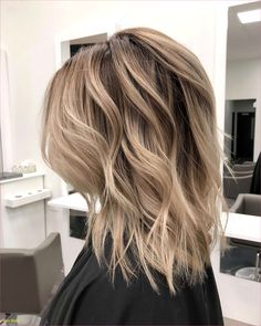Schöne mittellange Frisuren mit Pony HairStyles shoulder hairstyles with bangs Haircuts For Wavy Hair, Wedding Hairstyles For Long Hair, Layered Haircuts, Elegant Hairstyles, Hairstyles With Bangs, Girl Hairstyles, Latest Hairstyles, Hairstyle Ideas, Evening Hairstyles