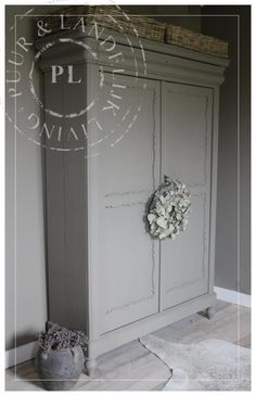 Oude / sfeervolle kast / BROWN GREY / VERKOCHT Hallway Cupboards, Painted Buffet, Antique Armoire, Dressing Room Design, French Decor, Rustic Industrial, Painted Furniture, Sweet Home, Indoor