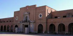 Fachada de entrada a la antigua Prisión Provincial de Madrid (Cárcel de Carabanchel) - Portal Fuenterrebollo
