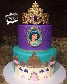 Jasmine inspired cake made for Princess Brianna's 5th birthday celebration.  #cakesbyrc #cakedecorator #princess #jasmine #princessjasmine #disney #disneyprincess #jasmineandaladdin #nofilter @marvelousmolds tiara