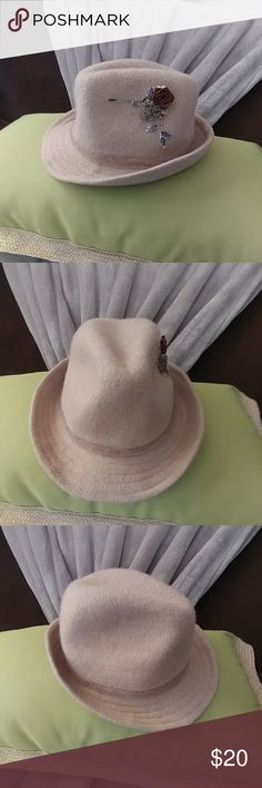Anthropologie fedora hat Stay warm and be stylish with this lovel fedora hat! Anthropologie Accessories Hats