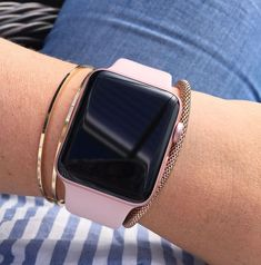 Rose gold iWatch Apple watch - Applewatch - Ideas of Applewatch - Rose gold iWatch Apple watch Get your Free iPhone 11 Pro Or Apple Accessoires Gift Apple Watch Series 3, Apple Watch Bands, Apple Band, Apple Watch Fashion, Rose Gold Apple Watch, Rose Watch, Apple Watch Iphone, Accessoires Iphone, Apple Watch Accessories