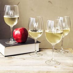 Spooky 19-ounce Personalized White Wine Glasses (Pack of 4) (HW16-1109W-Z), Clear
