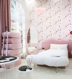 Trendy girl room décor | Looking for more girl's room inspirations? Check CIRCU.NET for more