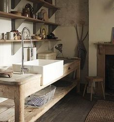 Küche Landhausstil - Deko - Küchen - Betten - Bad - 72 House-Painting Tips Seasons wreak havoc on a Rustic Kitchen Sinks, Freestanding Kitchen, New Kitchen, Kitchen Decor, Kitchen Ideas, Vintage Kitchen, Basic Kitchen, Awesome Kitchen, Wooden Kitchen