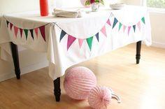 la decoración de mis mesas: DIY: Mantel con banderines pintados