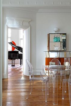 2-mesa-y-sillas-ghost-kartell-metacrilato-teresa-sapey-interiorismo