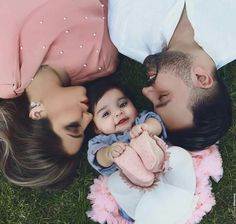 Mother art, classy couple, beautiful couple, couple goals relationships, re Cute Family Photos, Cute Baby Girl Pictures, Cute Couple Pictures, Baby Photos, Couple Pics For Dp, Couple Dps, Couple With Baby, Cute Love Couple, Classy Couple