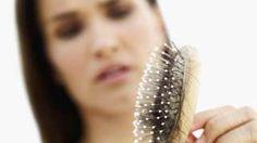 Image copyright                  Thinkstock Image caption                                      De acuerdo con expertos, los cabellos en el cepillo no son un motivo para alarmarse.                                Para algunas personas puede ser angustiante ver cómo se les cae el cabello. Pero no en todos los casos se trata de un presagio de una calvicie inminente o de una enfermedad. De hecho, se estima que todos los días perdemos entre 50 y