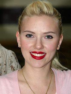 blond - red lipstick 3