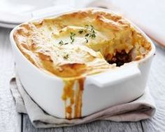 A simple version of the classic meat and vegetable comfort food casserole topped with cheesy garlic mashed potatoes, this is the best Shepherd's Pie recipe you'll ever make! Best Shepherds Pie Recipe, Easy Shepherds Pie, Pie Recipes, Casserole Recipes, Cooking Recipes, Irish Food Recipes, Scottish Recipes, Recipies, Hp Sauce