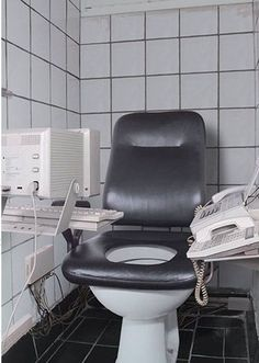 Crazy,Funny,Cool and Weird Toilet Designs. Really funny toilet seats and washroom designs. Cool Toilets, Wc Sitz, Best Bathroom Designs, Bathroom Humor, Luxury Interior Design, Bathroom Fixtures, Amazing Bathrooms, Funny Pictures, Funniest Pictures