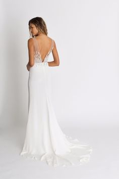 Shop Alexandra Grecco's unique collection of modern, romantic, and simple wedding dresses. a&bé bridal shop is an official Alexandra Grecco wedding dress retailer. Sleek Wedding Dress, Crepe Wedding Dress, Chic Wedding Dresses, Elegant Wedding Gowns, Crepe Dress, Wedding Hijab, Silk Crepe, Glamour, Bride Look