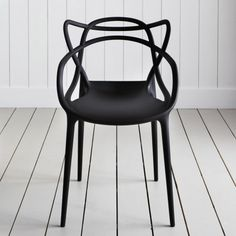 Another example of ingenious design by Philippe Starck, this fabulous Black Masters Chairs is a hybrid of three iconic Kartell chair designs. Philippe Starck, Design Furniture, Chair Design, Garden Furniture, Bar Chairs, Dining Chairs, Desk Chairs, Side Chairs, Dining Area