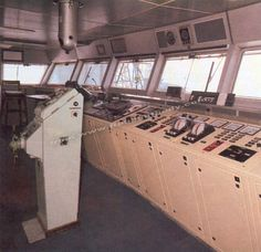 Manoeuvring panel in the wheelhouse. RMS Queen Elizabeth Cunard Line. Ship Mast, Rms Queen Elizabeth, The Wheelhouse, Gas Boiler, Steam Turbine, Electric Motor, Diesel Engine, Fresh Water, Ocean