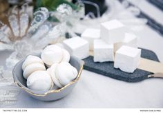 Marshmallows are a foolproof crowd-pleaser amongst guests young and old, making them ideal to serve at your next family gathering. Elderflower, Home Decor Kitchen, Confectionery, Retail Therapy, Fairy Lights, Handmade Crafts, Bon Appetit, Food And Drink, Make It Yourself
