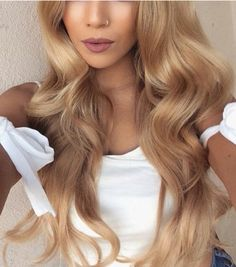 10 Beautiful Hair Colors For This Spring New Want a beautiful hair color according to the latest hair trends? Warm Blonde Hair, Honey Blonde Hair, Light Blonde, Wavy Hair, Hair Colorful, Balayage Blond, Beautiful Hair Color, Golden Hair, Golden Honey
