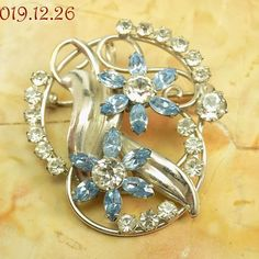 Snowflake Brooch Pin Beautiful Genuine Crystal Plain or Pink Accent Stones NEW