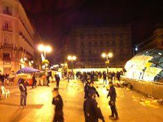 "Fecha: 17/5/11. Hora: 05.32. Tuit original: ""Gritos de ?donde esta la prensa? Mientras desalojan a los manifestantes #spanishrevolution""."
