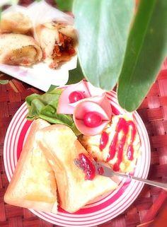 お腹が空いたのでおよつにジャムトースト小腹が空いたので?!生地にベーコン入れてチーズ巻x2✨ って食べてばっかりァ,、'`꒰꒪◟̵◞̵꒪‧̣̥̇꒱ァ'`,、 - 48件のもぐもぐ - Jam toast & Handy easy Burrito♥ジャムトーストとブリート by honeybunnyb