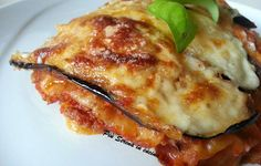 Carasau alla parmigiana No Salt Recipes, Wine Recipes, Pizza E Pasta, Italian Christmas, Fett, No Cook Meals, Italian Recipes, Food And Drink, Finger Food