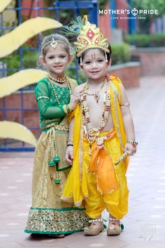 Janmashtami is a day to reminisce the birth of Lord Krishna and celebrate the naughty childhood mischief in his mystic innocence. Young ones at Mother's Pride celebrated the divine spirit with great enthusiasm and vigor. Prideens were beautifully dressed as little Radha and Krishna and enjoyed the celebration of the glorious festival. Little prideens pulled the strings of melody with the hymns and prayers of lord. The bright and joyful faces lit the festive aura with the spirit of love… Little Krishna, Baby Krishna, Cute Krishna, Radha Krishna Love, Krishna Statue, Lord Krishna, Shree Krishna Wallpapers, Radha Krishna Wallpaper, Baby Costumes For Boys