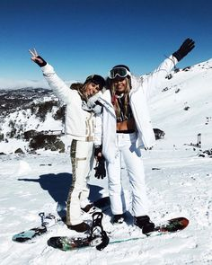 Affordable High Street Ski Wear - Winter Outfits for Work Foto Best Friend, Best Friend Goals, Best Friends, Moda Ski, Winter Outfits, Winter Clothes, Shotting Photo, Ski Wear, Ski Season
