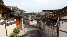 http://michaelcreasy.com/photos/southkorea/059%20Traditional%20hanok%20houses%20in%20Bukchon.jpg