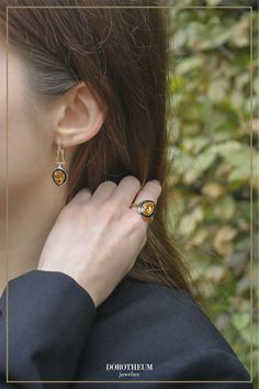 Unsere Ohrringe bezaubern durch den wundervollen Kontrast zwischen dem warmen Farbton des Schmucksteins und dem kühlen Funkeln der Diamanten! Earrings, Jewelry, Fashion, Gemstones, Ear Rings, Moda, Stud Earrings, Jewlery, Jewerly
