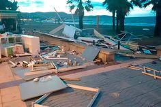 Una noche de extraños desatascos y vaciados de inundaciones a causa de la terrible tormenta que sufrió Benicasim.