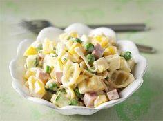Kinkku-pastasalaatti sopii mainiosti vapun piknikille. Se on myös mukava arkinen lounassalaatti: voit valmistaa sen edellisenä iltana jääkaappiin maustumaan. Food For Thought, Pasta Salad, Potato Salad, Food And Drink, Healthy Recipes, Healthy Food, Baking, Vegetables, Eat