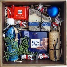 """Если вам нужен подарок для вашего любимого мужчины или для вашего босса, то бокс """"Мужской"""" именно для вас!!! Составляющие: 1. Свеча 2. Шоколад Ritter Sport 100гр. 3. Гель для душа 4. Новогодняя игрушка 5. Шоколад Ritter Sport mini 2 шт. 6. Мыло ручной работы + Подарок-сюрприз от нашей команды!!! #giftbaskets"""
