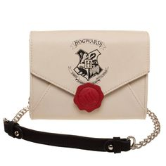 Cosplay Harry Potter This Harry Potter Hogwarts Letter Sidekick Handbag won't actually contain a letter of acceptance to Hogwarts School of Witchcraft and Wizardry - but it sure looks like it does. Harry Potter Hogwarts Letter, Objet Harry Potter, Décoration Harry Potter, Classe Harry Potter, Estilo Harry Potter, Mundo Harry Potter, Harry Potter Cosplay, Harry Potter Outfits, Harry Potter Characters