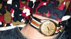 Kvartsklokken 1960121 var klokken Omega prøvde å stue under bordet - DN. Wood Watch, Omega, Barn, Watches, Accessories, Wooden Clock, Wooden Watch, Wristwatches, Clock
